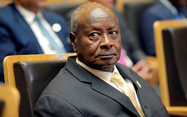El presidente de Uganda tilda de 'parásitos' a los periodistas y subraya que 'mejor que tengan cuidado'