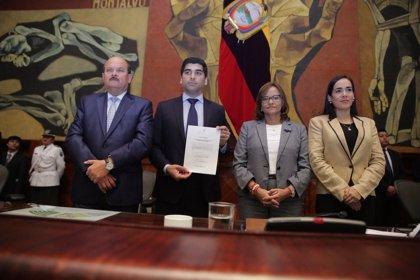 La Asamblea de Ecuador nombra al economista Otto Sonnenholzer como nuevo vicepresidente del país