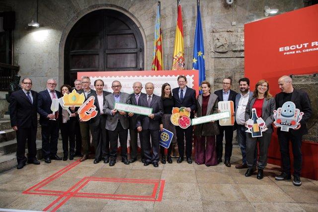 Los productos valencianos 'viajan' a aeropuertos y estaciones de AVE en la  campaña 'El Nadal es valencià'
