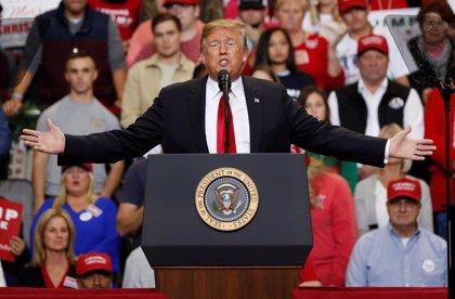 Trump discute acaloradamente con líderes demócratas sobre el muro fronterizo y advierte de un cierre de Gobierno en EEUU