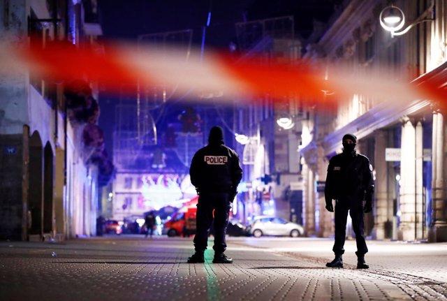 Agentes de Policía en la zona donde se ha producido un tiroteo en Estrasburgo