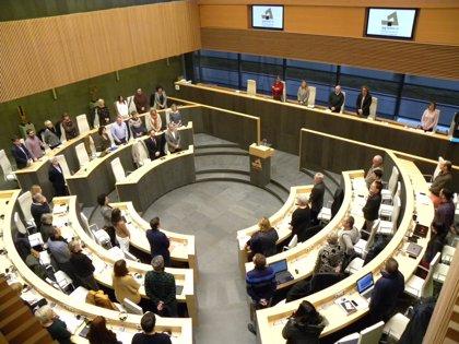 Juntas Generales de Gipuzkoa guardan un minuto de silencio en solidaridad con el pueblo de Estrasburgo tras el atentado