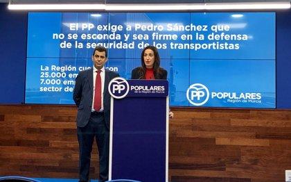 """PP denuncia que el Estado """"no proteja"""" la seguridad de los transportistas y exige a Sánchez que """"no se esconda"""""""