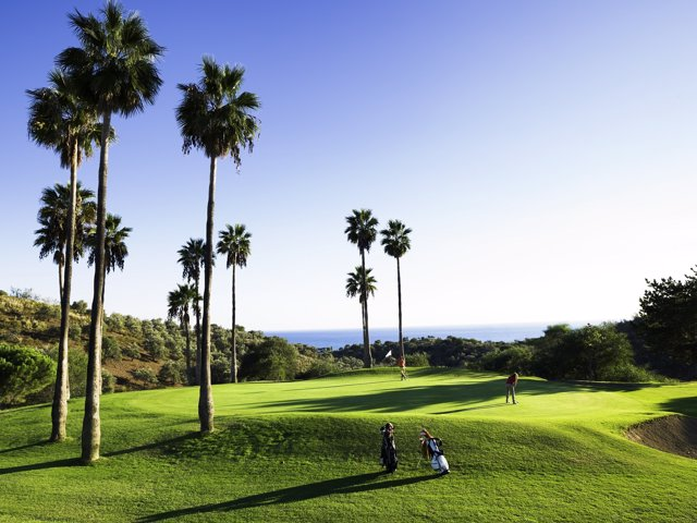 Turismo Costa del Sol ocio golf oferta turistas jugadores paisaje campo