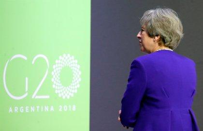 Los ministros salen en tromba en apoyo a May ante la votación en las filas del partido