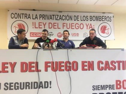 """Bomberos denuncian la """"privatización"""" del servicio y piden una red profesional en CyL"""