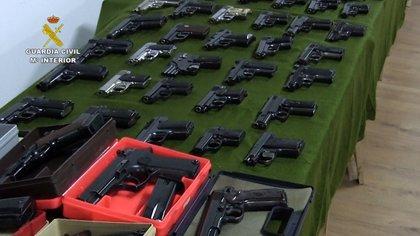 Un detenido en Torrelavega y 70 armas incautadas en una 'macrooperación'