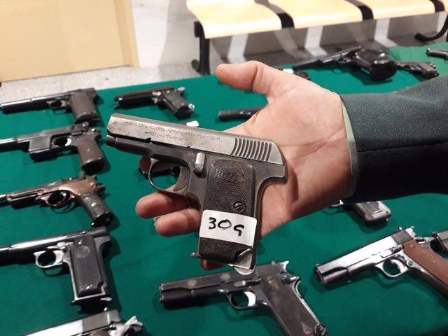 Modelo de la pistola española de 1915 con la que murió un gendarme en Francia