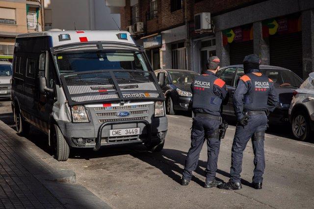Registro en Hospitalet de Llobregat dentro de una gran operación contra el tráfi