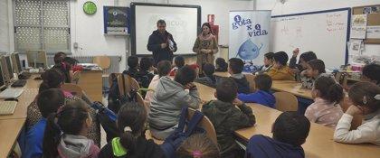 Más de 800 escolares de la provincia participan en una nueva edición del programa '1 Gota x 1 vida'