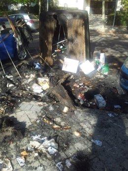 Contenedor quemado durante la noche de este martes en Madrid