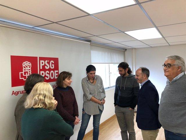 David Regades con los representantes de los PACs de Vigo.