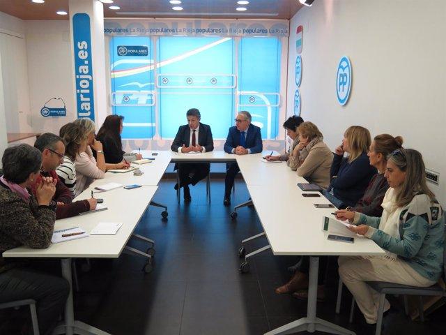 Reunión con asociaciones de mujeres en el PP