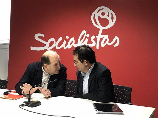 Xoaquín Fernández Leiceaga y Antonio Leira en la rueda de prensa