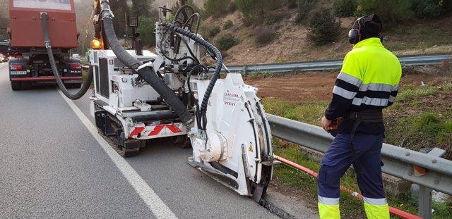Obras para desplegar fibra óptica de la Diputación de Barcelona