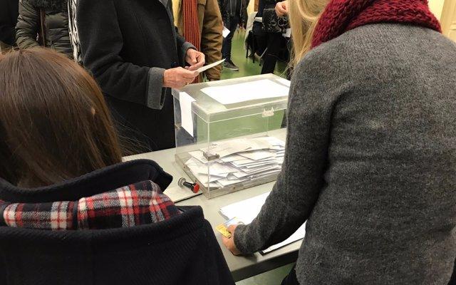 La votación en las Elecciones Autonómicas se realizará con dos papeletas y una misma urna