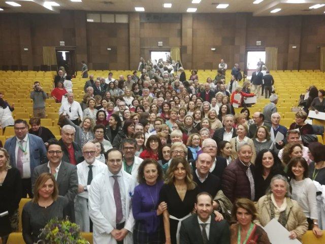 El Macarena homenajea a los 200 profesionales que cierran su vida laboral