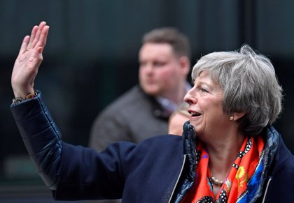 El 40% de los británicos quiere que May siga en el cargo