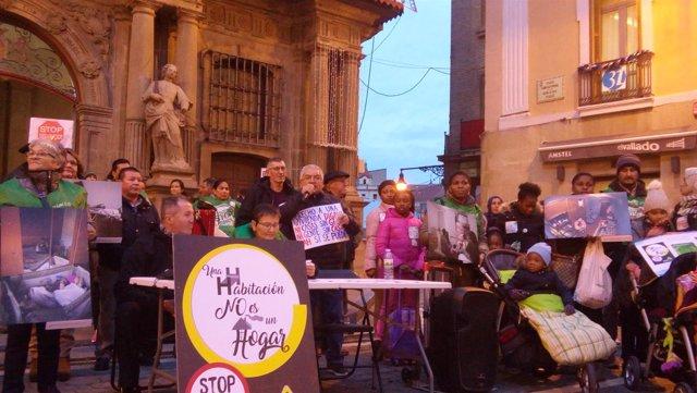 """Concentración de la PAH en Pamplona para pedir una """"vivienda digna"""""""