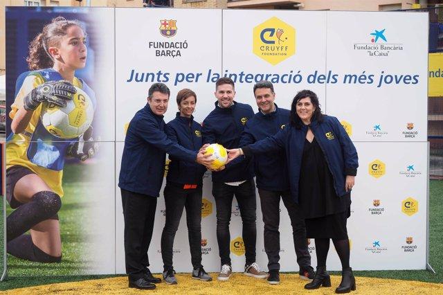 Inauguración del Cruyff Court en Banyoles con Andreu Fontàs
