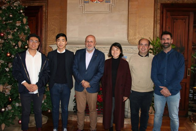 Miembros del Consell y Asociación de empresarios Chinos