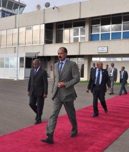 El presidente de Eritrea a su llegada a la capital somalí