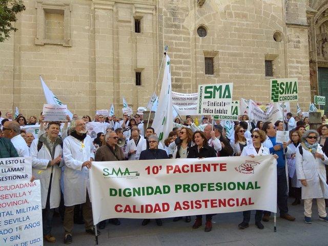 El pasado martes médicos de atención primaria se concentraron frente al SAS.