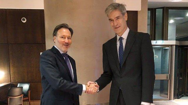 El CEO de la 'BCL', Patrick Comninos, y el presidente de la ACB, Antonio Martín