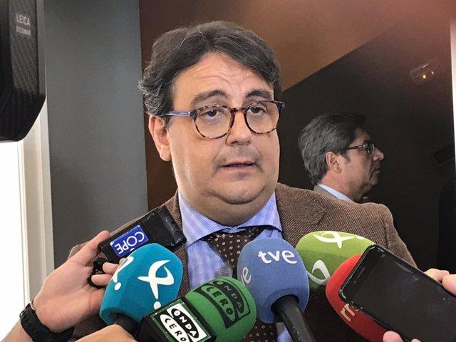 José María Vergeles atiende a los medios (foto de archivo)