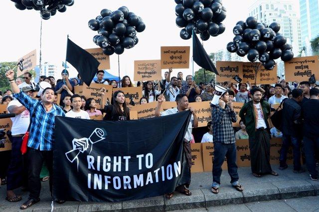 Concentración por la libertad de prensa en Birmania