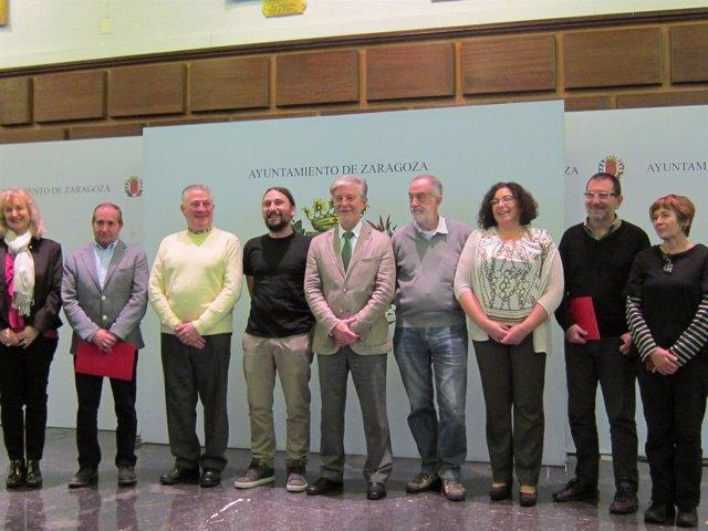 Santisteve e Híjar junto a los representantes de las entidades sociales
