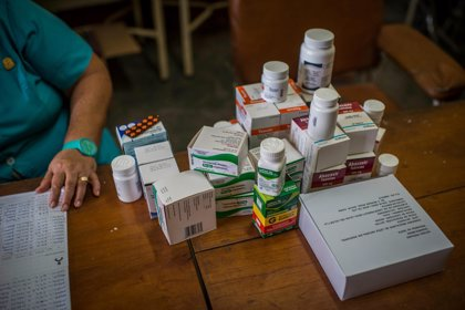 Sin antirretrovirales, los venezolanos con VIH confian en las hojas de guásimo