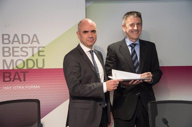 Xabier Egibar y Joseba Madariaga, de Laboral Kutxa