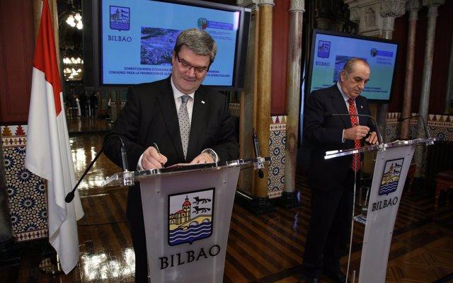 Vivienda y Ayuntamiento de Bilbao firman un convenio para construir 66 apartamentos para jóvenes en Zorrotzaurre