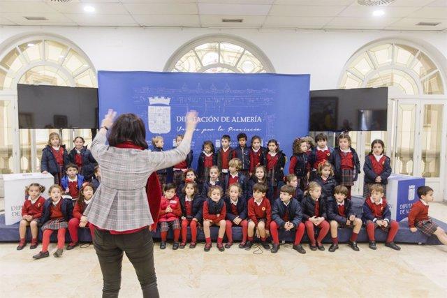 Los alumnos del Colegio Altaduna han cantado villancicos en Diputación.