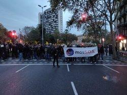 Uns 200 mossos es manifesten a prop de la Conselleria d'Interior i tallen els carrers (Europa Press)