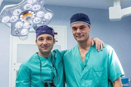 Doctores del Hospital Beata María Ana realizan la primera cirugía en directo de liberación ecoguiada del túnel del tarso