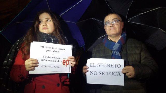 Periodistas de EP y Diario de Mallorca en la concentración por la libertad prens