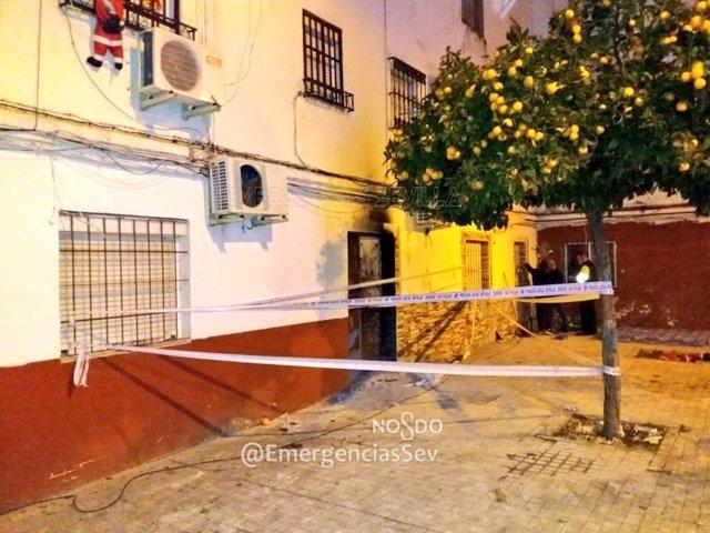Precintado el bloque de viviendas en Torreblanca