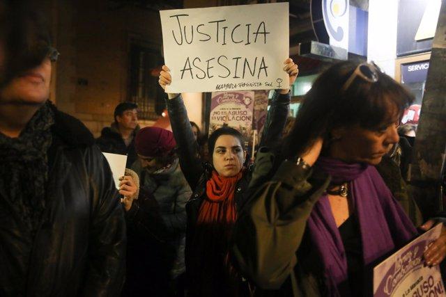"""Concentración contra la sentencia a """"La Manada"""" en el Ministerio de Justicia"""