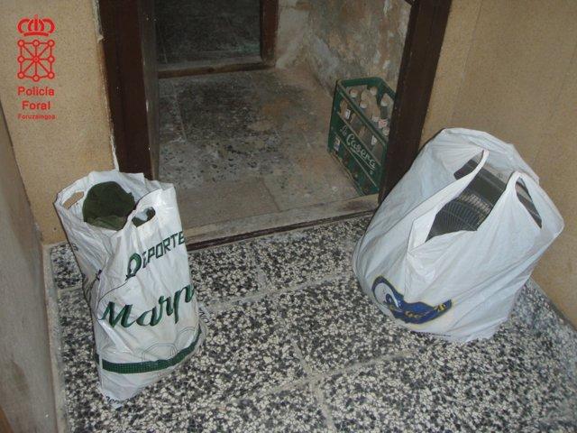 Bolsas con objetos sustraídos en la vivienda de Arguedas