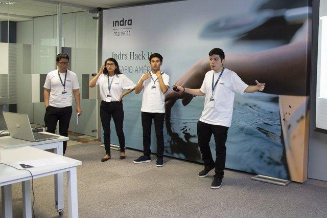Participantes en el 'Hack Day, Desafío América' de Indra