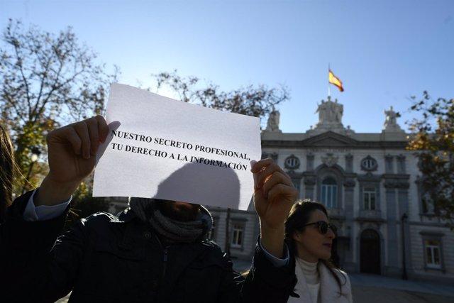 Concentración frente al Tribunal Supremo de Madrid contra el ataque a la liberta