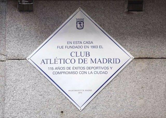 Placa conmemorativa nacimiento Atlético homenaje Madrid
