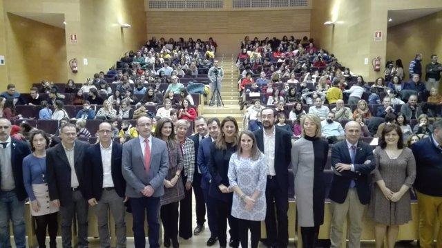 La consejera de Educación (centro) en la entrega de premios
