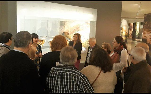 Un grupo de la ONCE realiza una visita guiada adaptada al Museo Íbero