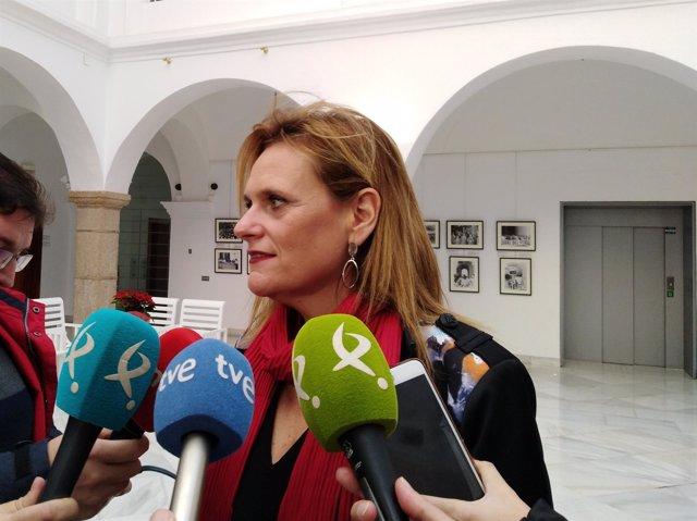 La Delegada del Gobierno en Extremadura atiende a los medios de comunicación