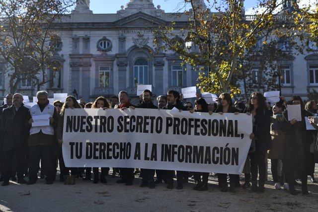 Concentració davant del Tribunal Suprem de Madrid contra l'atac a la lliberta