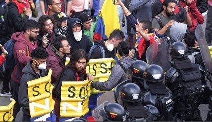 Un grupo de políticas colombianas denuncian abusos policiales durante las protestas estudiantiles