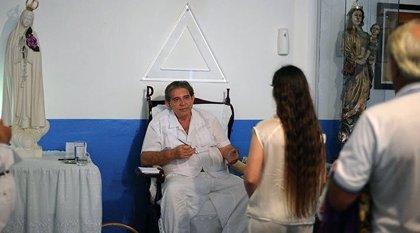 La policía brasileña busca detener al curandero Joao de Deus, acusado de abusos sexuales